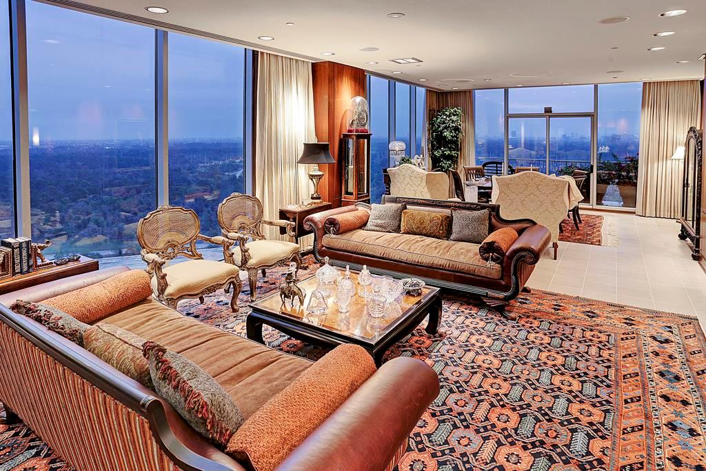 High or Mid-Rise Condo for Sale at 121 N Post Oak Lane #2501 121 N Post Oak Lane Houston, Texas 77024 United States