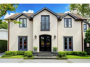 Tradition is met with sophisticated flair in this chic yet timeless River Oaks home.