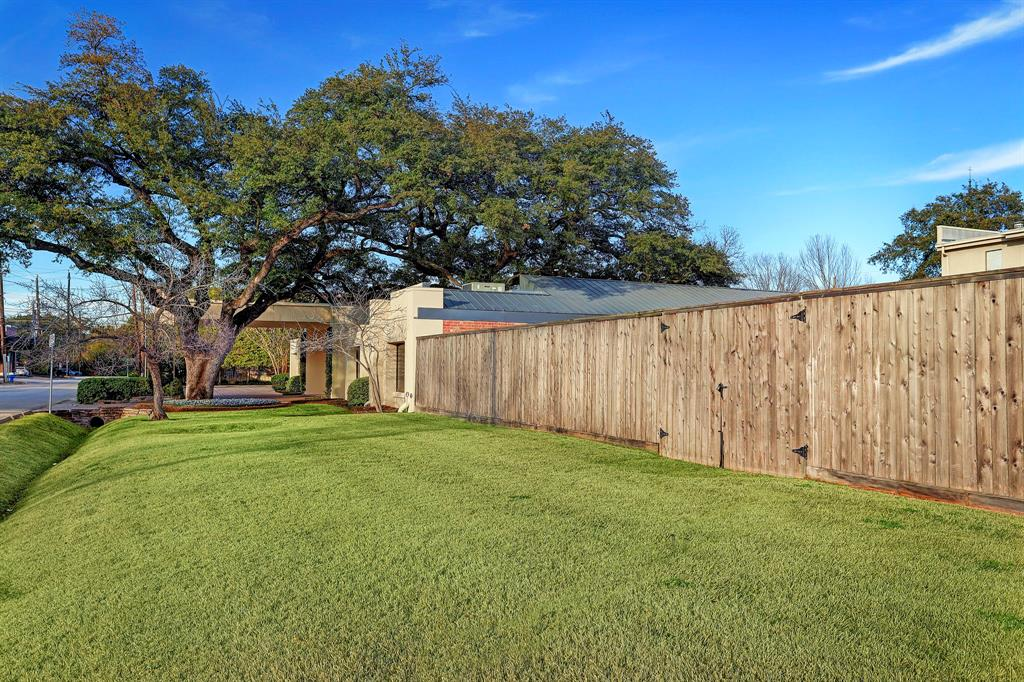 Additional photo for property listing at 2621 Joanel 2621 Joanel Houston, Texas 77027 United States