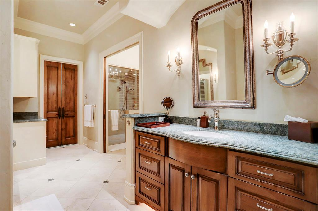 Additional photo for property listing at 3834 Del Monte Drive 3834 Del Monte Drive Houston, Texas 77019 United States