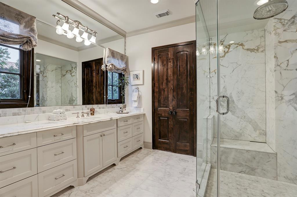 Additional photo for property listing at 5556 Lynbrook Drive 5556 Lynbrook Drive Houston, Texas 77056 United States