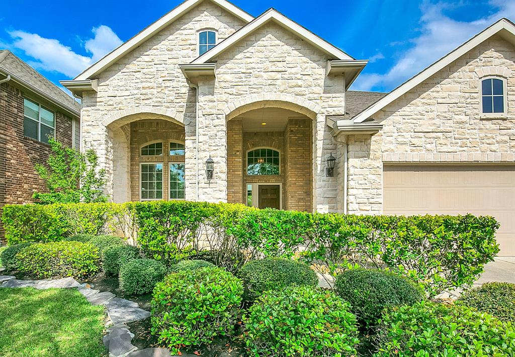 Stunning home in Tupelo neighborhood in The Woodlands Creekside.  NEW POOL IN SPRING OF 2017.