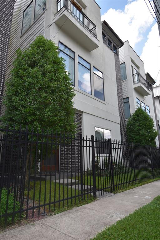 1927 Johnson, Houston, Harris, Texas, United States 77007, 3 Bedrooms Bedrooms, ,3 BathroomsBathrooms,Rental,Exclusive right to sell/lease,Johnson,70075057