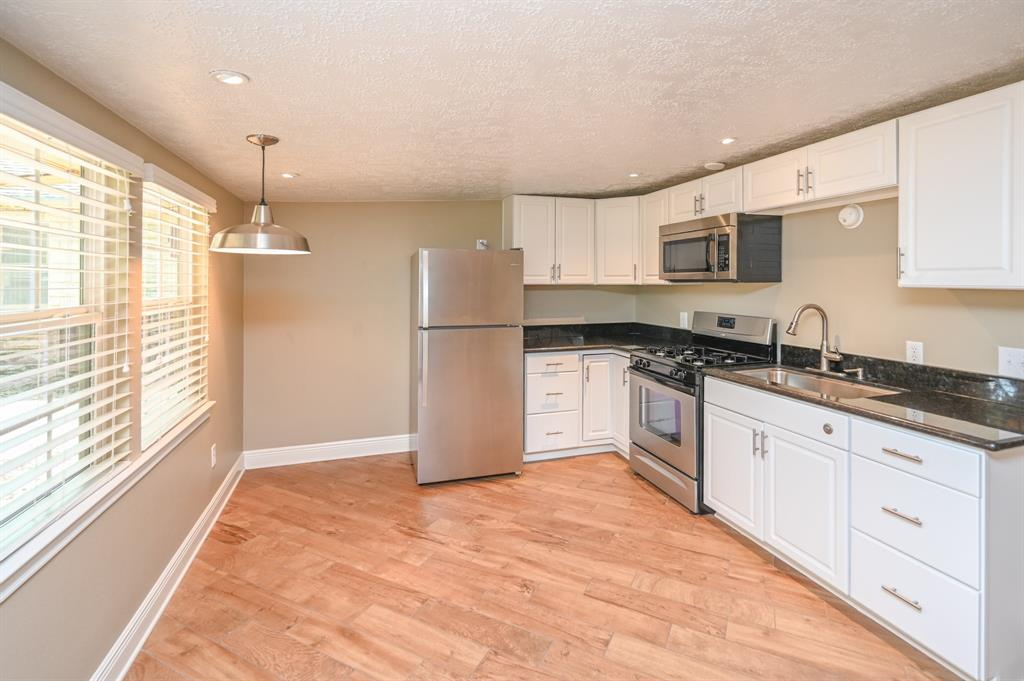 2007 14th, Houston, Harris, Texas, United States 77008, 1 Bedroom Bedrooms, ,1 BathroomBathrooms,Rental,Exclusive right to sell/lease,14th,74091870