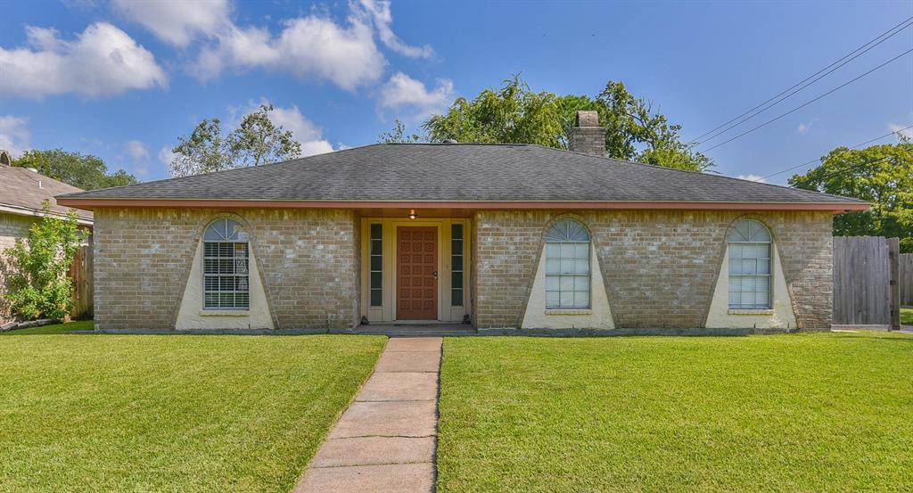 16515 Forest Bend Avenue - Friendswood, Texas