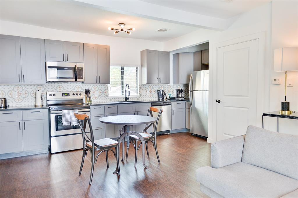 2300 Stanford, Houston, Harris, Texas, United States 77006, 1 Bedroom Bedrooms, ,1 BathroomBathrooms,Rental,Exclusive right to sell/lease,Stanford,23153449