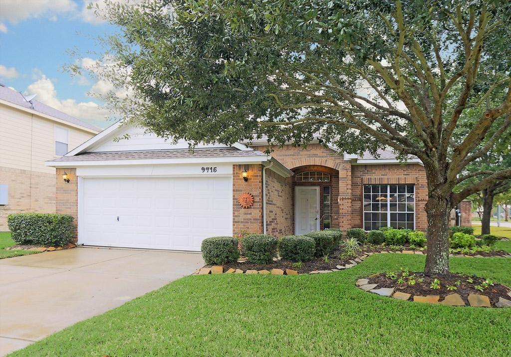 9715 Hallmark, Pearland, Brazoria, Texas, United States 77584, 3 Bedrooms Bedrooms, ,2 BathroomsBathrooms,Rental,Exclusive right to sell/lease,Hallmark,19740238