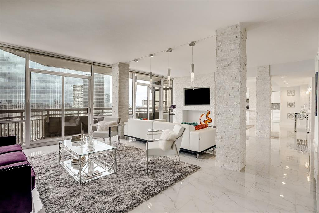 15 Greenway Plaza, 27D - Houston, Texas