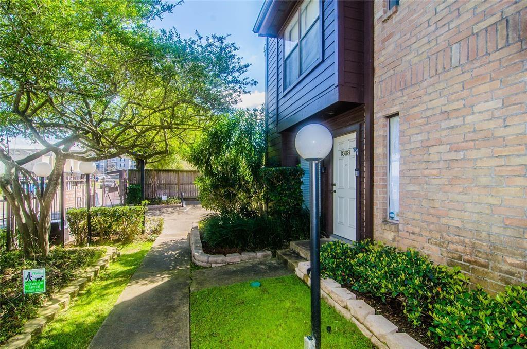 8020 Braesmain, Houston, Harris, Texas, United States 77025, 2 Bedrooms Bedrooms, ,2 BathroomsBathrooms,Rental,Exclusive right to sell/lease,Braesmain,64630651