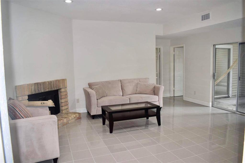 9809 Richmond, Houston, Harris, Texas, United States 77042, 2 Bedrooms Bedrooms, ,2 BathroomsBathrooms,Rental,Exclusive right to sell/lease,Richmond,30411837