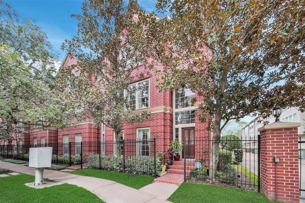 219 Mcgowen, Houston, Harris, Texas, United States 77006, 3 Bedrooms Bedrooms, ,3 BathroomsBathrooms,Rental,Exclusive right to sell/lease,Mcgowen,71748410