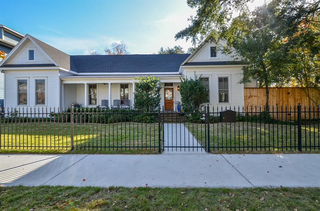 220 10th, Houston, Harris, Texas, United States 77008, 4 Bedrooms Bedrooms, ,3 BathroomsBathrooms,Rental,Exclusive right to sell/lease,10th,52139771