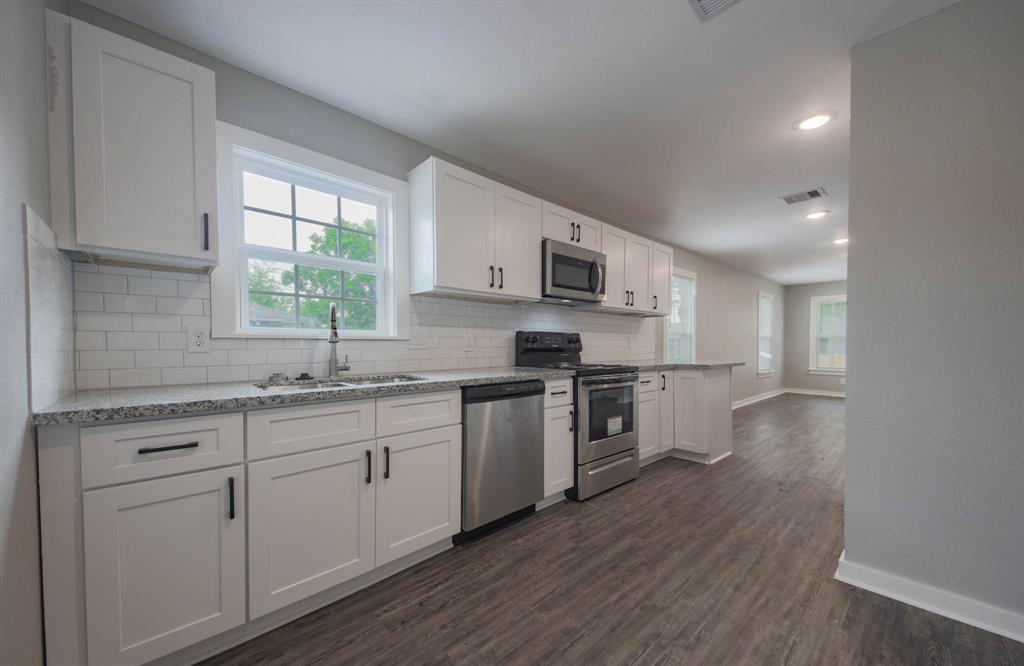 1208 33rd, Houston, Harris, Texas, United States 77022, 2 Bedrooms Bedrooms, ,1 BathroomBathrooms,Rental,Exclusive right to sell/lease,33rd,95101423