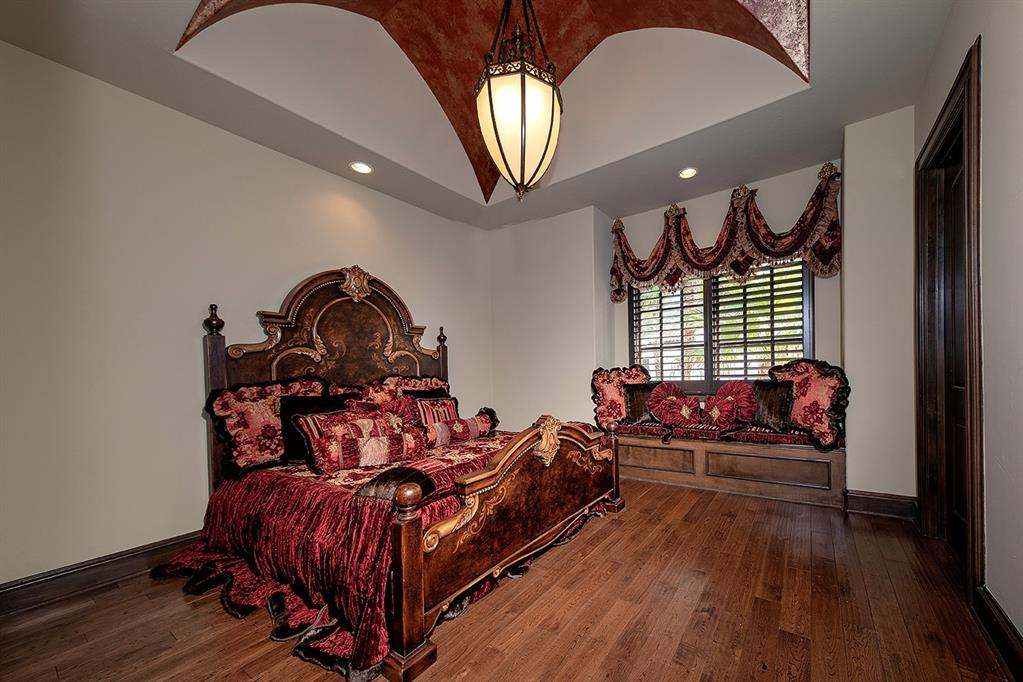En suite #2 has a groin vaulted ceiling, hardwood floors and plantation shutters.