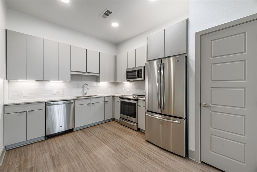 9330 Main, Houston, Harris, Texas, United States 77025, 1 Bedroom Bedrooms, ,1 BathroomBathrooms,Rental,Exclusive right to sell/lease,Main,15580619