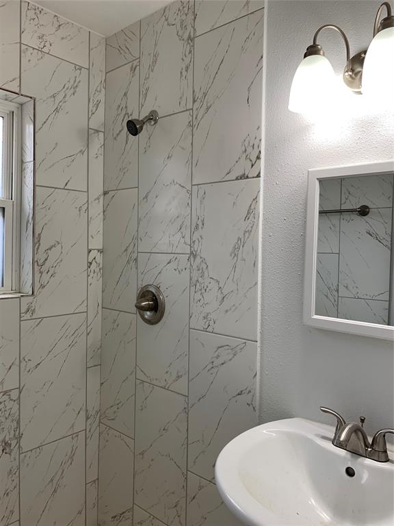 2225 Blodgett, Houston, Harris, Texas, United States 77004, 2 Bedrooms Bedrooms, ,1 BathroomBathrooms,Rental,Exclusive right to sell/lease,Blodgett,89409419