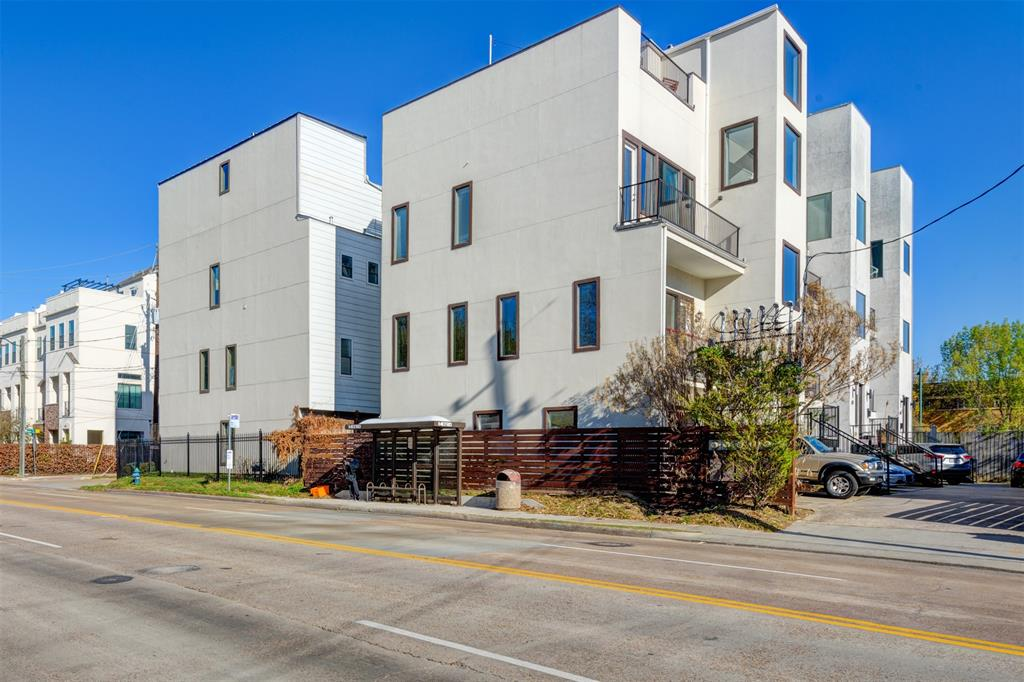 1124 Dallas, Houston, Harris, Texas, United States 77019, 3 Bedrooms Bedrooms, ,3 BathroomsBathrooms,Rental,Exclusive right to sell/lease,Dallas,30412362