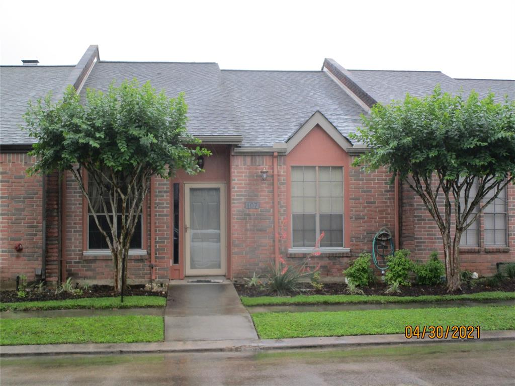 107 Manor, Lake Jackson, Brazoria, Texas, United States 77566, 2 Bedrooms Bedrooms, ,2 BathroomsBathrooms,Rental,Exclusive right to sell/lease,Manor,19467828