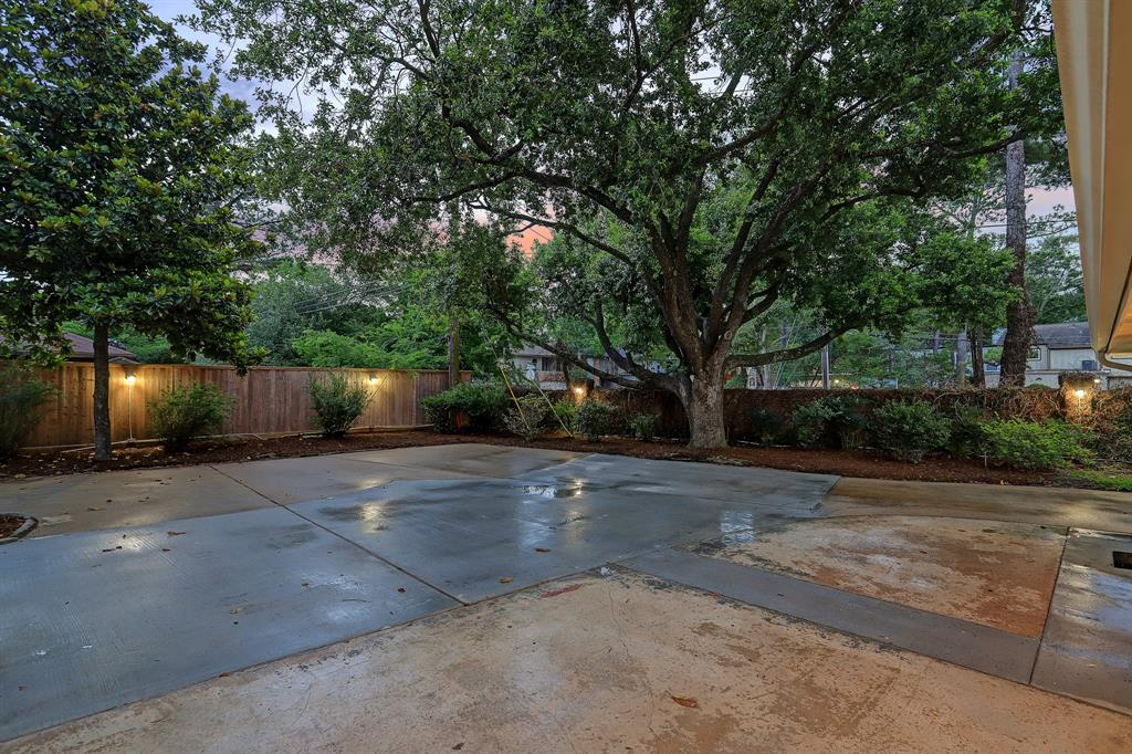 This flat 0.27-acre corner lot could easily accommodate a swimming pool or sports court.