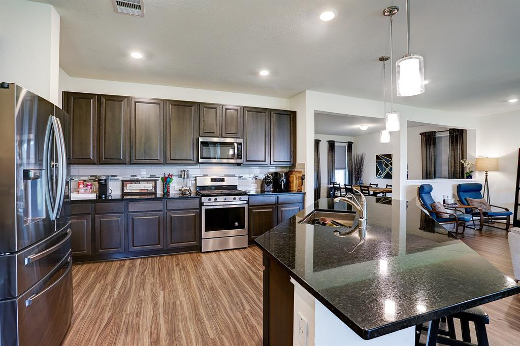 Upgraded granite countertops with 42' cabinets and stainless steel appliances