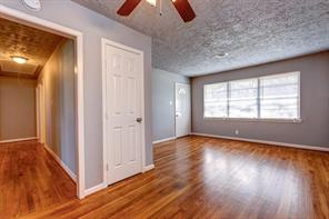 1013 Lindsey, Rosenberg, Fort Bend, Texas, United States 77471, 3 Bedrooms Bedrooms, ,2 BathroomsBathrooms,Rental,Exclusive right to sell/lease,Lindsey,92790622