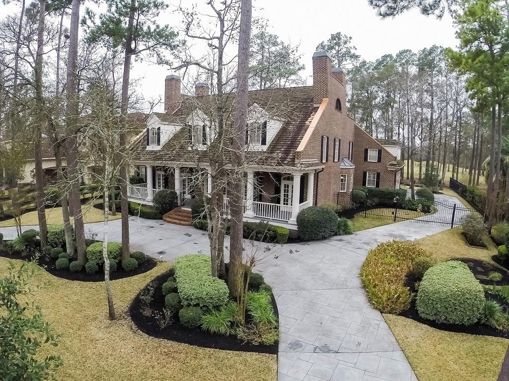 PER SELLER, HOME DID NOT TAKE WATER IN HARVEY. Magnificent Georgian Colonial style home located in the gated Estates of Northgate Forest. A generous sized front porch w/ bold classical columns across the front of the house welcomes all! Attention to detail is evident in this masterpiece revealing exceptional mill work throughout! Smart design & functional style blend the use of intimate spaces w/ large entertaining areas! Experience the warmth & comfort this superior home offers. Recent new roof