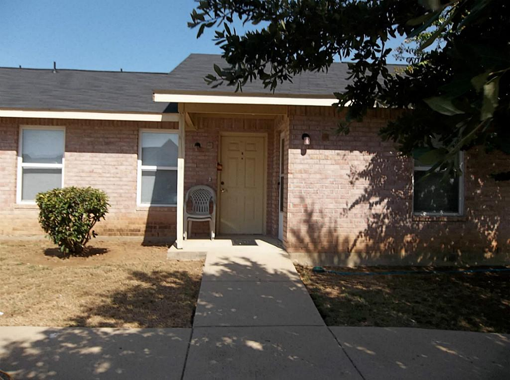 221 Harris Drive, Crowley, TX 76036