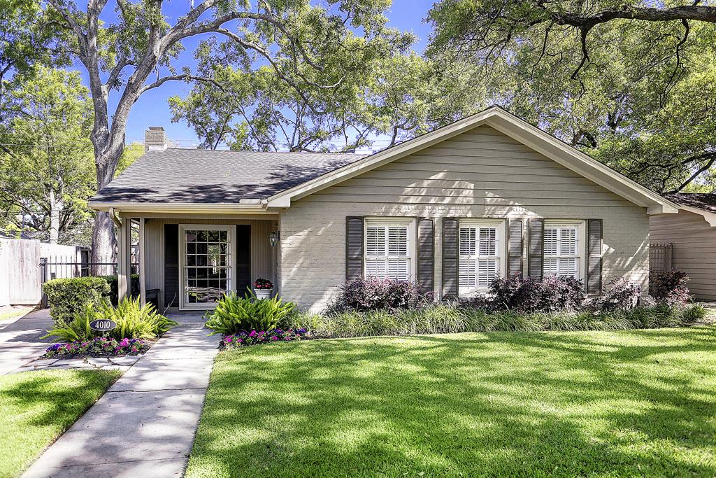 Stunning Highland Village Updated 3 2 Formals Den Walk To Restaurants And S New River Oaks District Close Downtown Medical Center The