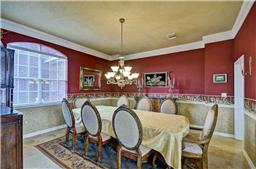 Beautiful dining room - plenty of room to entertain!