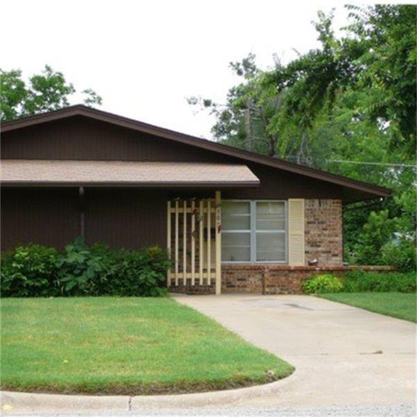 302 S Bridge Street, Henrietta, TX 76365