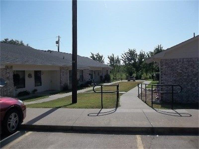 401 Bicentennial, Bonham, TX 75418