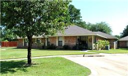 806 E Houston Street, Queen City, TX 75572