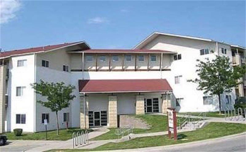 6250 Ville De Sante Drive, Omaha, NE 68104
