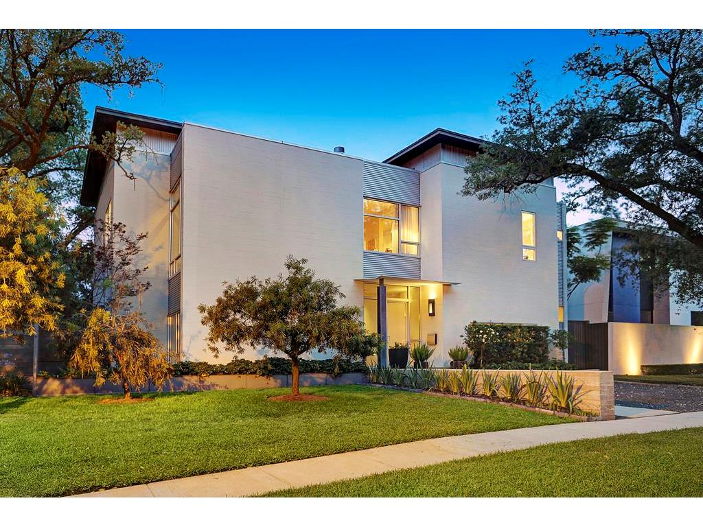 This Gorgeous Contemporary Sits In One Of Houston S Best Neighborhoods Just A Few Blocks From Highland Village Ping Center Walk To Starbucks