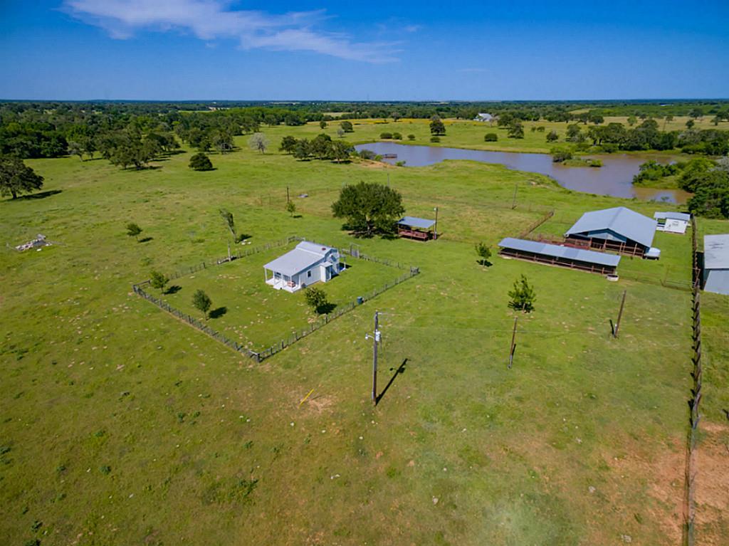 5148 County Road 240, Waelder, TX 78959