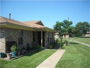 1701-02 waco street, gonzales, TX 78629