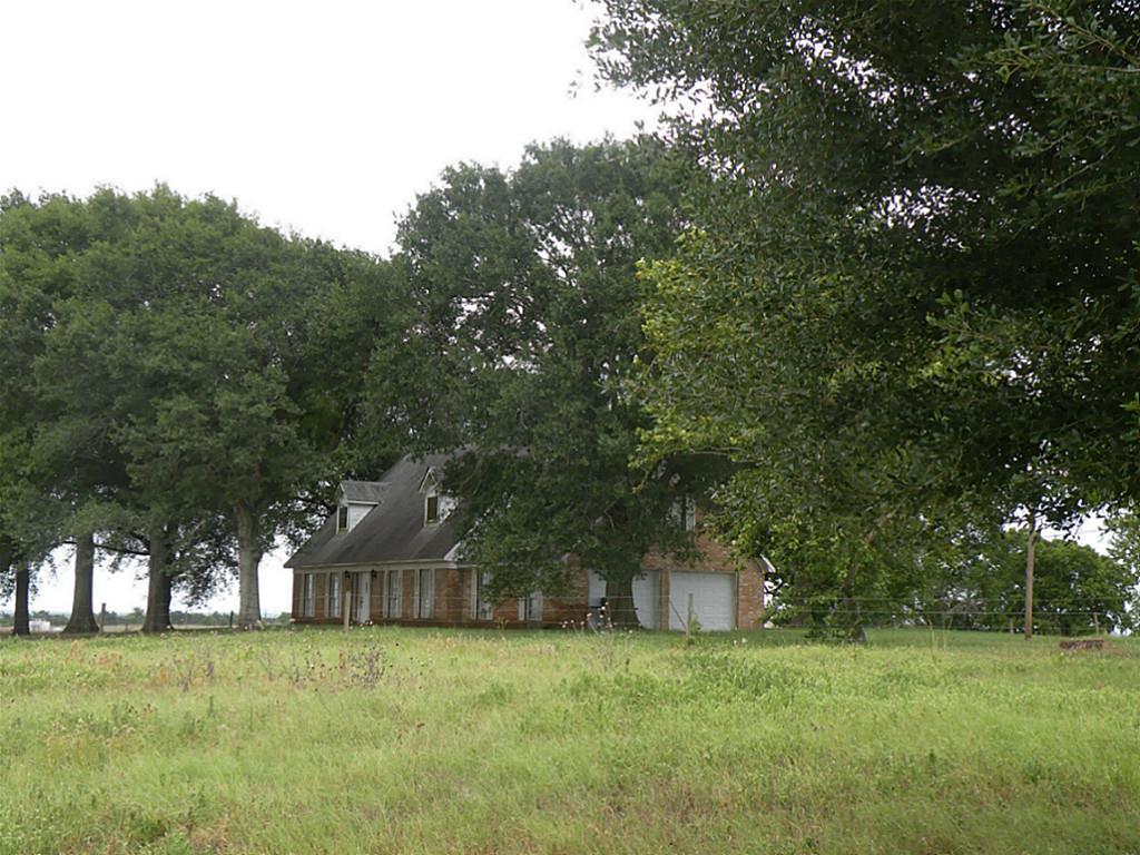 7392 Theldick, Bleiblerville, TX 78931