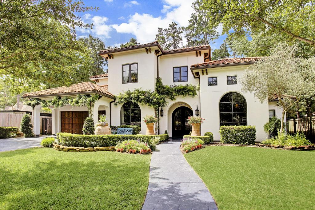 This Home S Beautiful Spanish Mission Architectural Style Is Distinguished By Its Stucco Exterior And Red