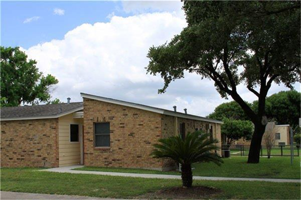 1220 N 17th Street, Kingsville, TX 78363