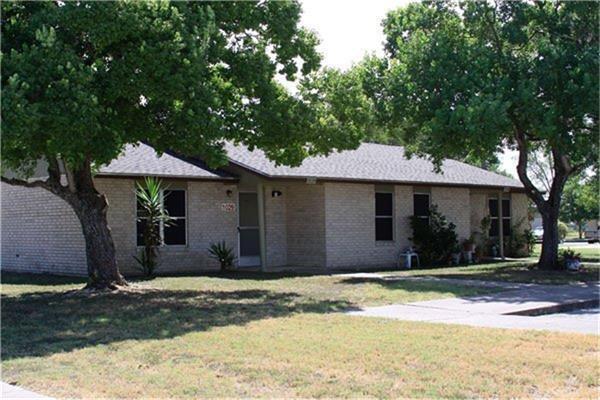 1200 Meadow Park, Lockhart, TX 78644