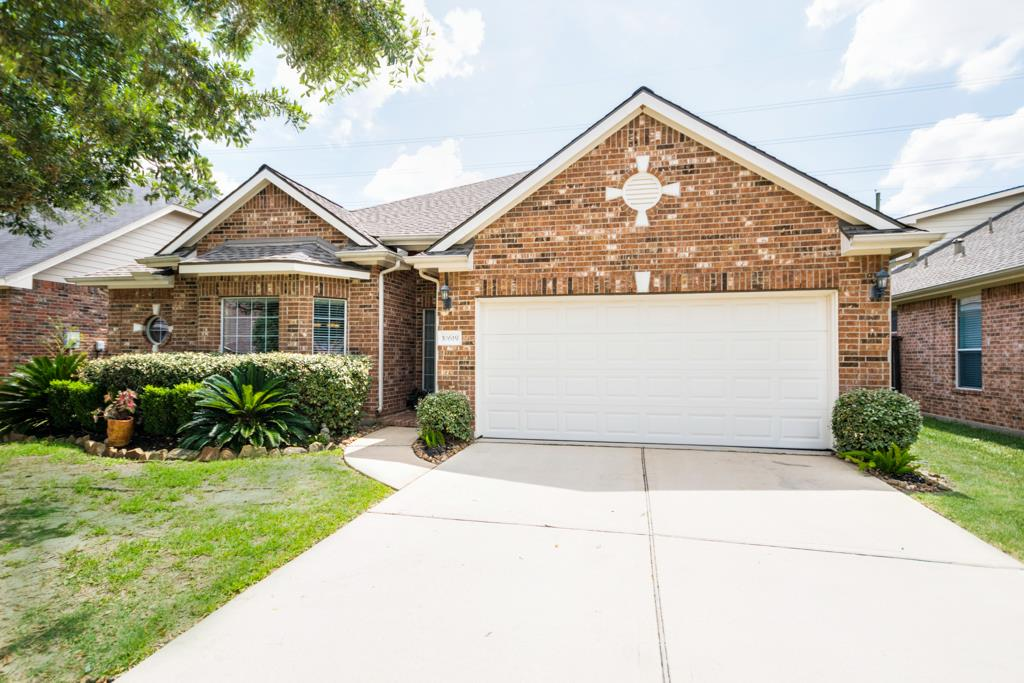 Delightful One Story Located In The Sought After Gleannloch Farms  Neighborhood!!