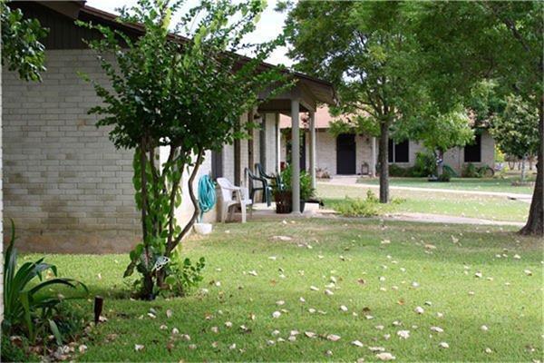 221 Peach Street, Luling, TX 78648