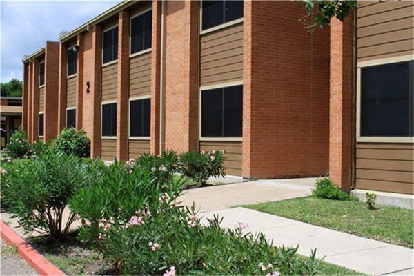 411 Lozano Street, Cameron, TX 78550