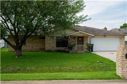 2406 Lily Ln, Highlands, TX 77562