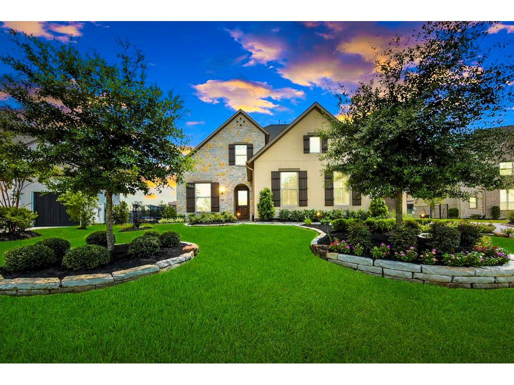 14 Wooded Overlook Dr The Woodlands TX 77375