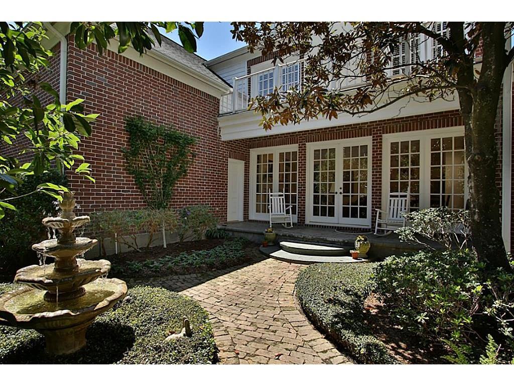 7 Wynden Oaks Court, Houston, TX 77056 | Intero Real Estate Services
