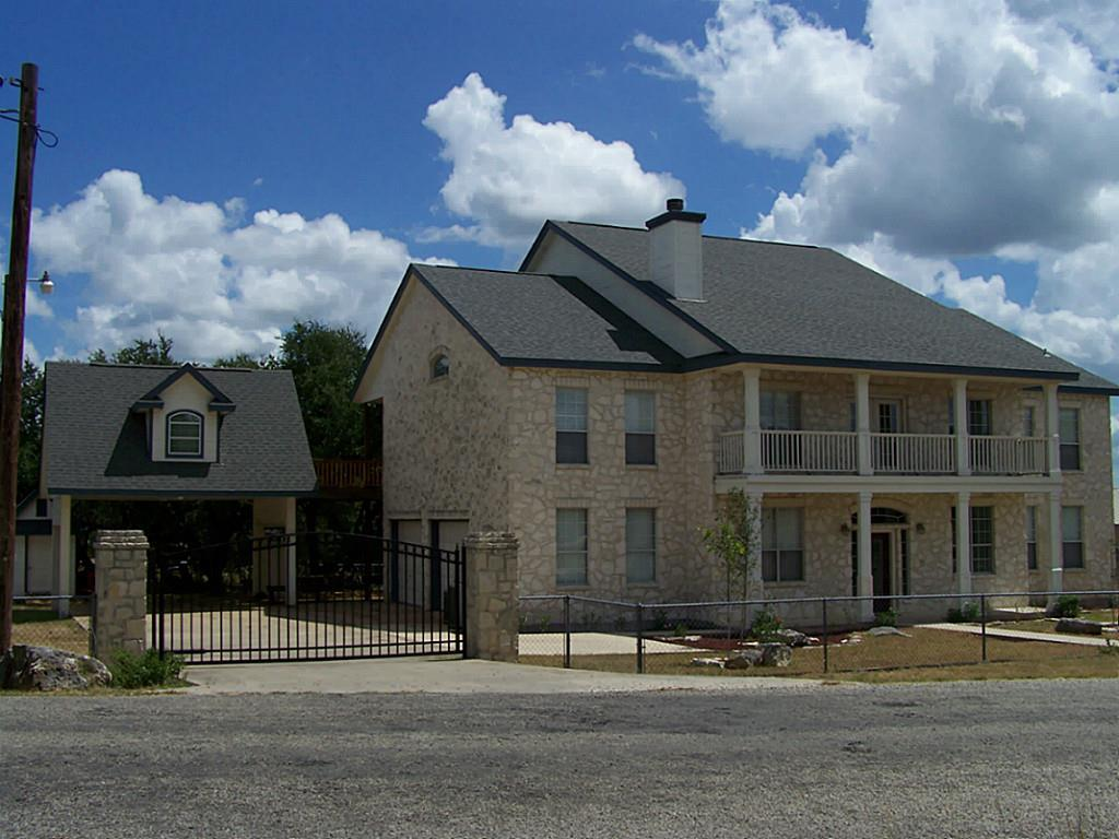 359 Friendlywood Drive, Canyon Lake, TX 78133