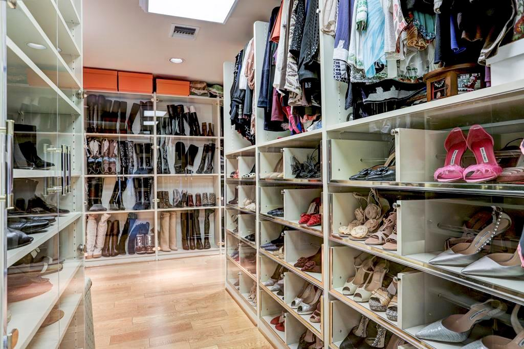 Custom configured Master Closet with Programme Martin organizational components: double and single hanging bars; pull-down hanging bars; retractable valet hooks; shoe shelves; wardrobes / drawers with transparent faces; and tall shelf towers