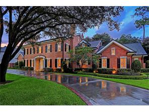 626 HUNTERS GROVE - Gracious living at its finest!