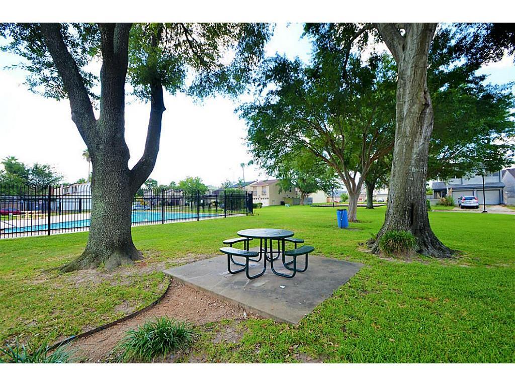10325 Bell Gardens Dr, Houston, TX 77041 - HAR.com